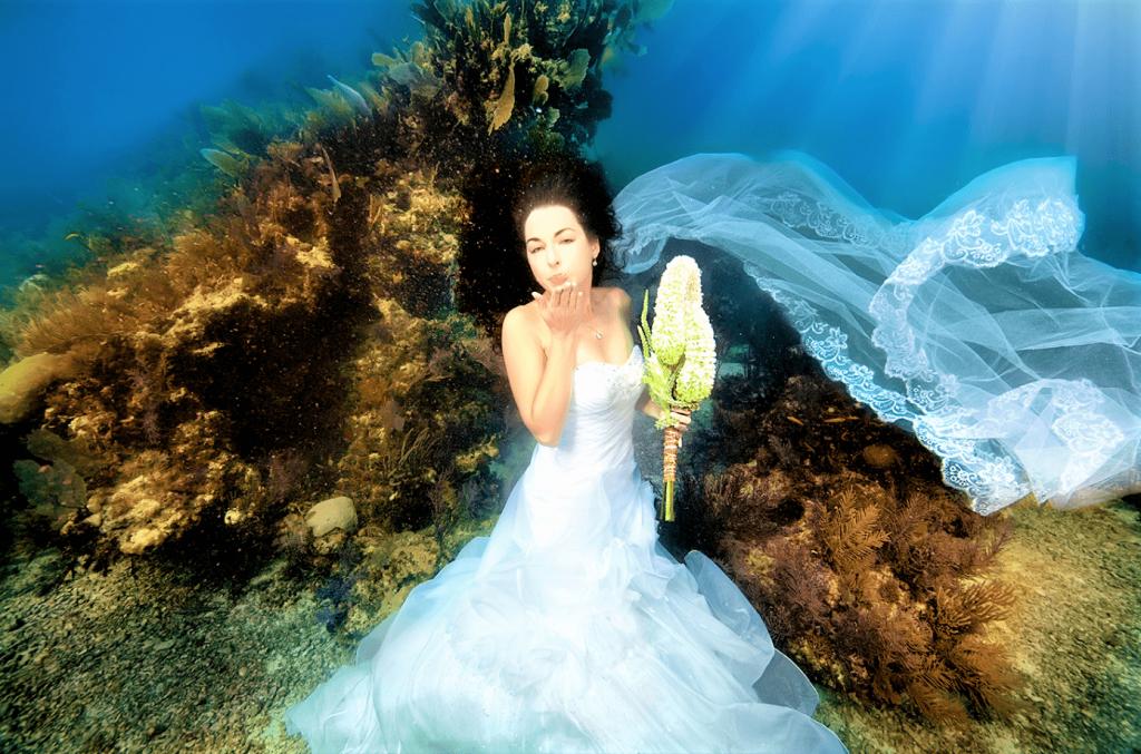 Undertwater-wedding-3-min-1024x677.png