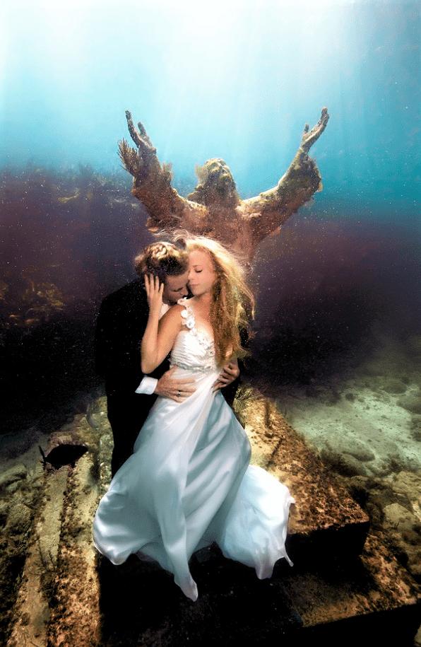 Undertwater-wedding-4-min.png