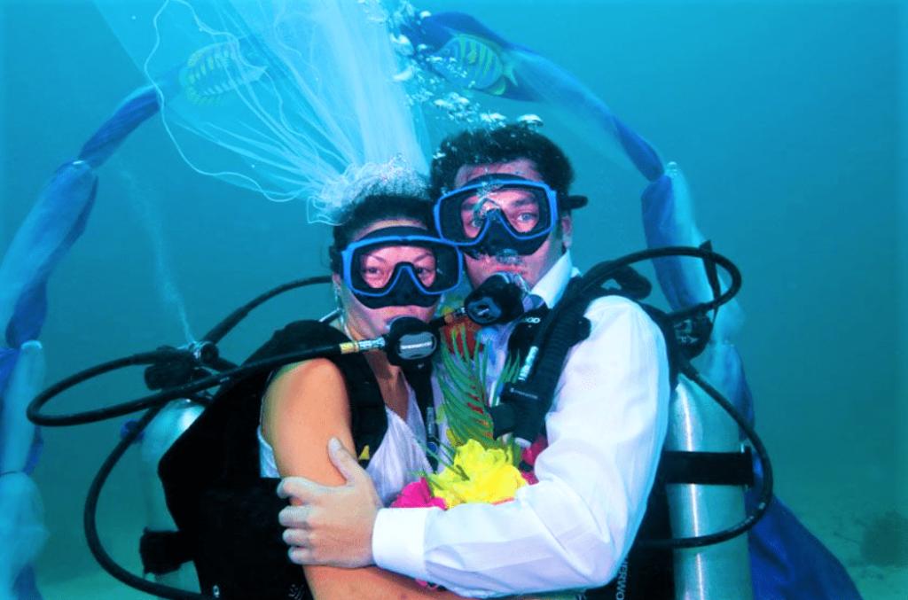 Undertwater-wedding-6-min-1024x677.png